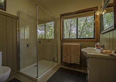 boobialla_cottage_bedroom_ensuite_1