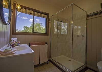 lilly_pilly_cottage_bathroom